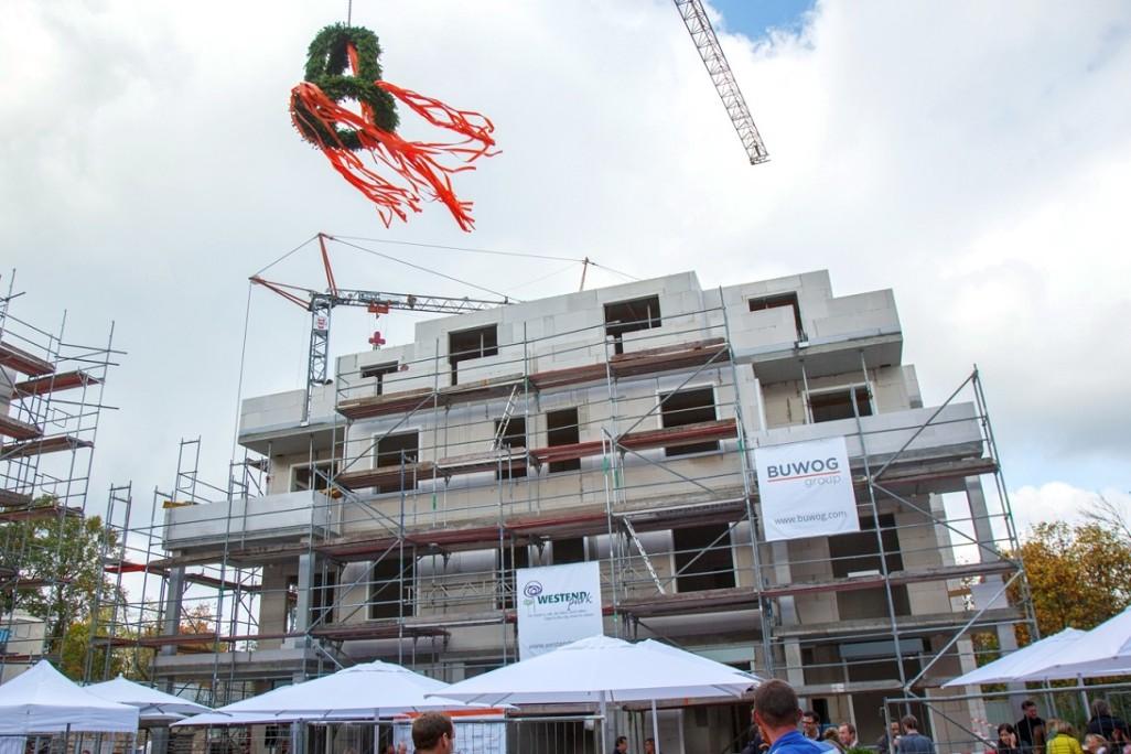 Richtfest Westendpark: Ungewohnte Töne auf der Baustelle