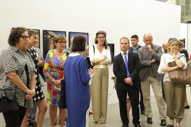 Besucher der Ausstellung in der Kunsthalle Wien