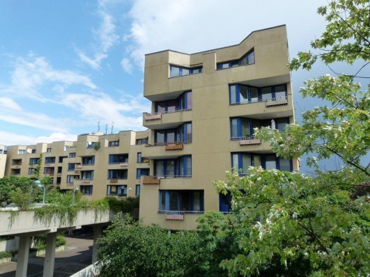BUWOG-Siedlung in Berlin-Neukölln: Besuch der Bundesbauministerin und Würdigung der ehrenamtlichen Helfer