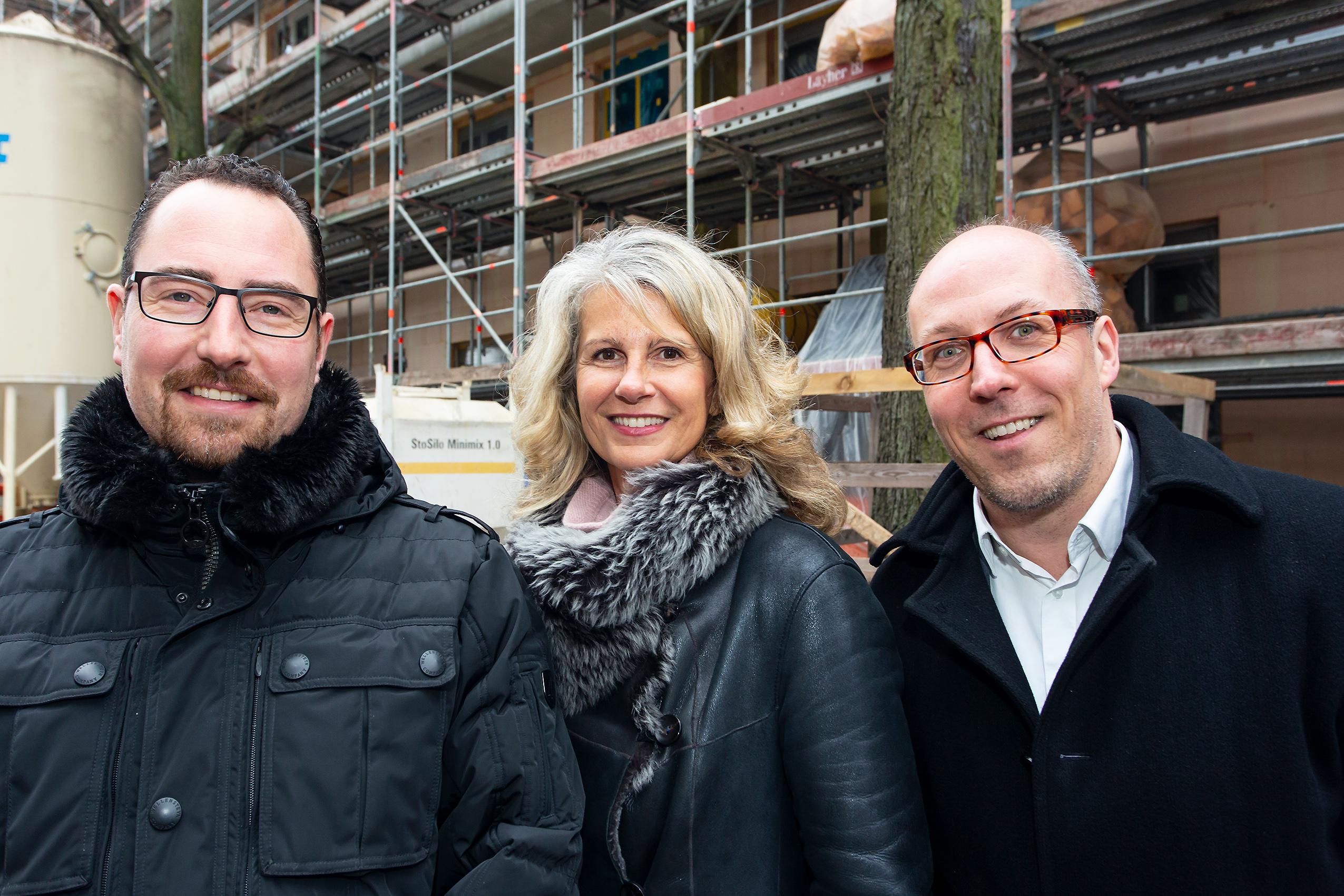 Oliver Löhr und Annett Reiff (BUWOG Kundenberatung) mit Pressesprecher Michael Divé. Credit: Claudia Hechtenberg / BUWOG