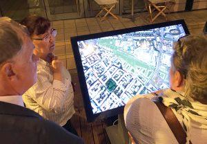 Digitales Modell: Am Touchscreen konnten die Bürger*innen den Planungsstand entdecken. Credit: BUWOG