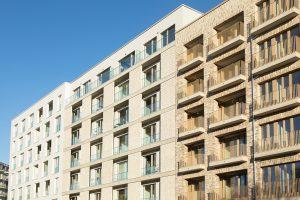Unterschiedliche Materialien und Fassadenelemente gliedern die zehn Häuser des Ensembles BUWOG THE ONE. Foto: BUWOG / Hechtenberg